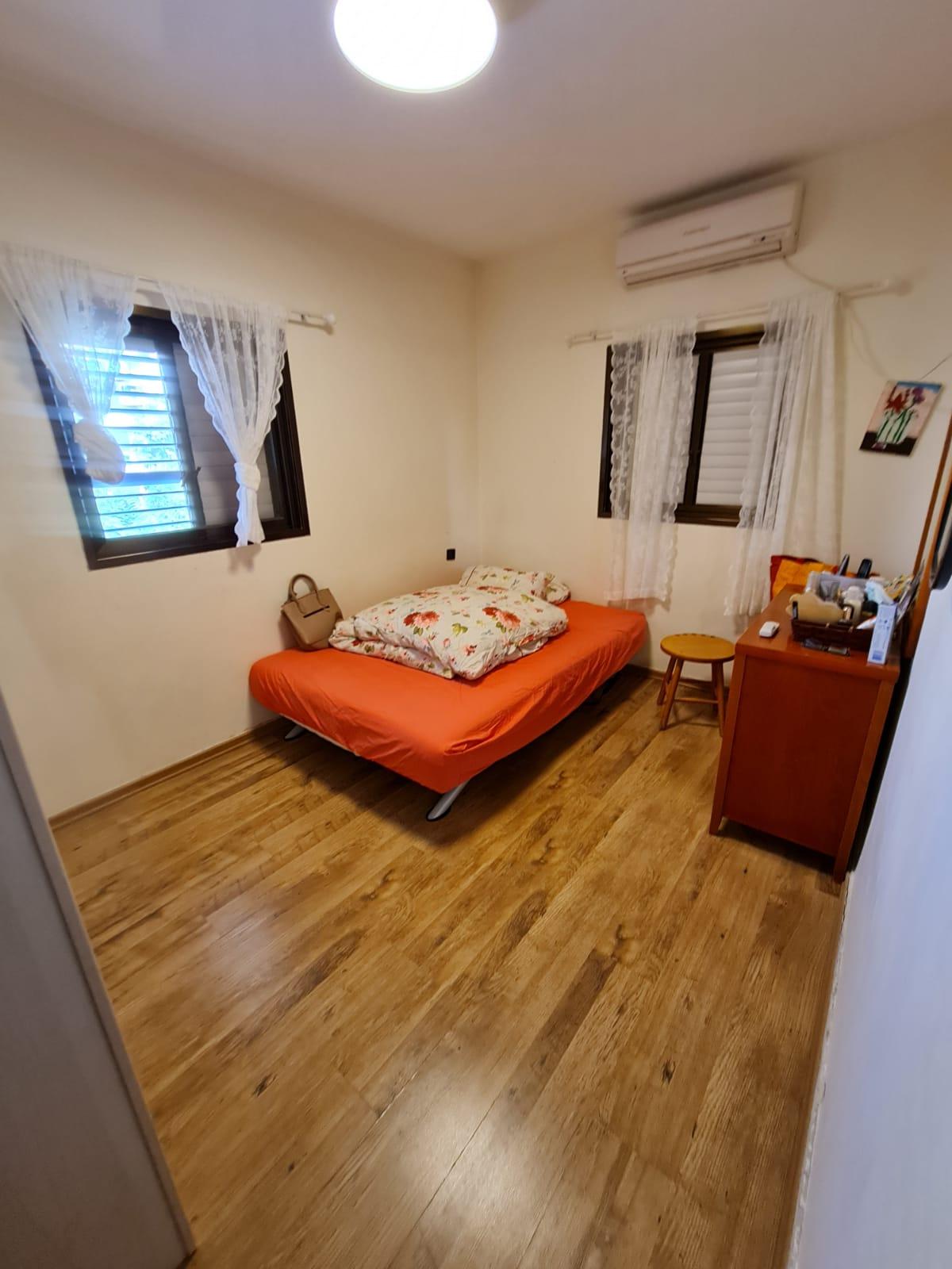 דירת 4 חדרים למכירה ברחוב מרדכי מקלף 11 חולון שכונת קרית בן גוריון